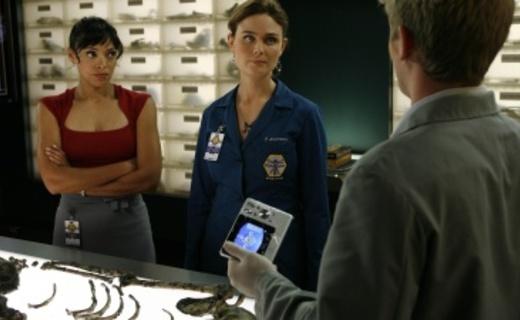 Bones Season 4 Episode 11 - The Bone That Blew