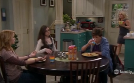 Melissa & Joey Season 1 Episode 10 - In Lennox We Trust