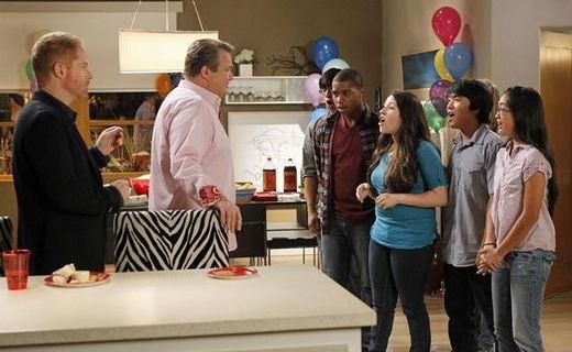 Modern Family Season 4 Episode 12 - Party Crasher