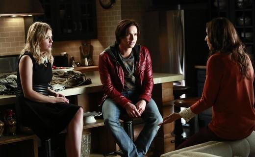 Pretty Little Liars Season 4 Episode 10 - The Mirror Has Three Faces