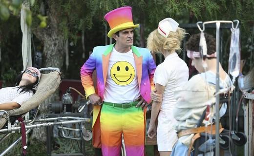 Modern Family Season 6 Episode 6 - Halloween 3: AwesomeLand