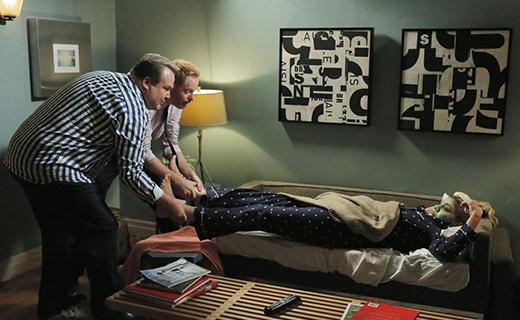 Modern Family Season 6 Episode 9 - Strangers in the Night