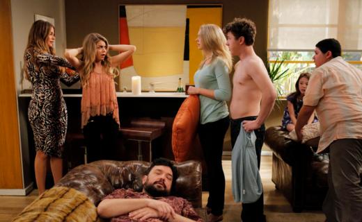 Modern Family Season 6 Episode 24 - American Skyper