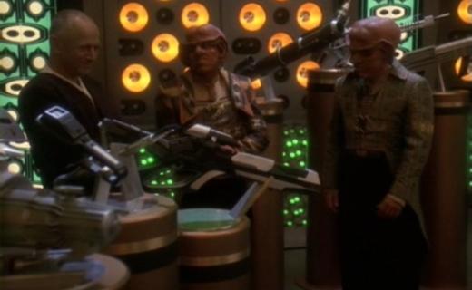 Star Trek: Deep Space Nine Season 5 Episode 18 - Business as Usual