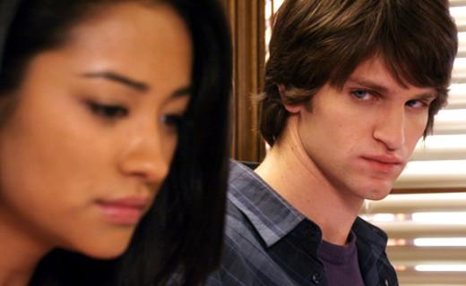 Pretty Little Liars Season 1 Episode 4 - Can You Hear Me Now?