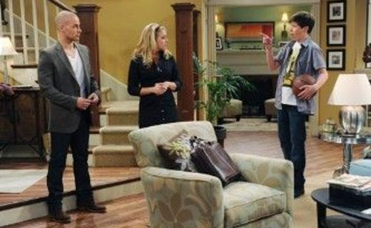 Melissa & Joey Season 1 Episode 3 - Nanny Love
