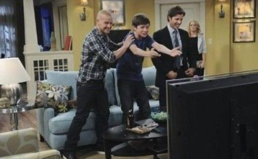 Melissa & Joey Season 1 Episode 2 - Moving On